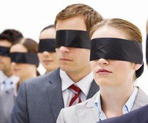 Conjuros para que crea ciegamente en ti