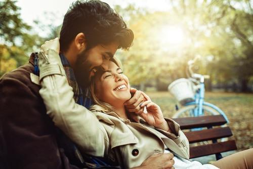 Amarres para que tu relación siga fuerte pese a la distancia