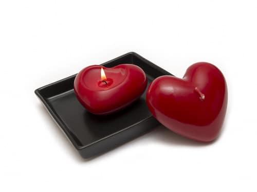 Conjuros para que te crea todo con un corazón rojo