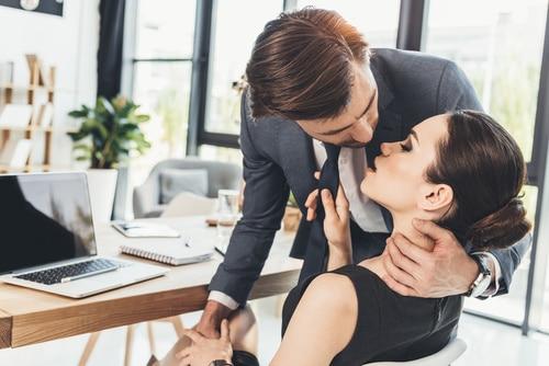 Rituales para que tu compañera de trabajo te acepte